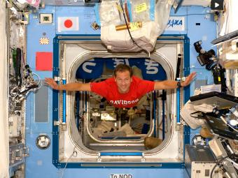 Tom Marshburn in spaceship with Davidson t-shirt on